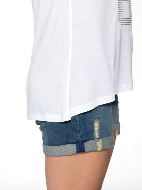Biały t-shirt z błyszczącym numerem 1983                                  zdj.                                  8