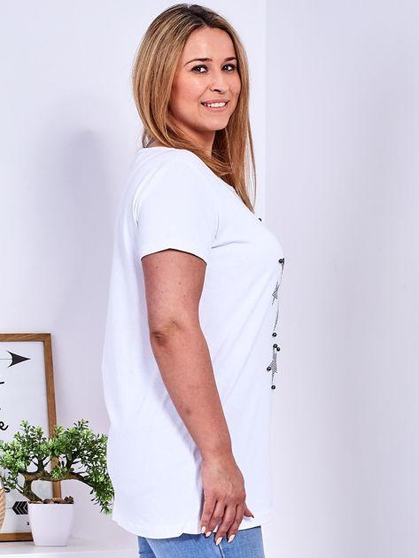 Biały t-shirt z błyszczącymi gwiazdami PLUS SIZE                                  zdj.                                  3