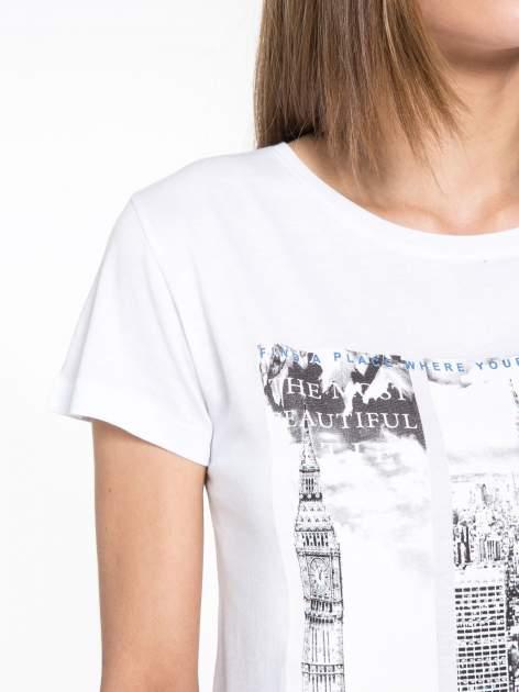 Biały t-shirt z fotografiami miast                                  zdj.                                  5