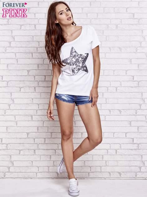 Biały t-shirt z gwiazdą z cekinów                                  zdj.                                  2