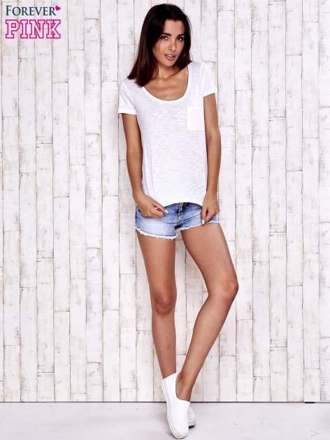 Biały t-shirt z kieszonką                                  zdj.                                  1