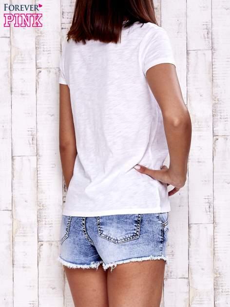 Biały t-shirt z kieszonką                                  zdj.                                  4