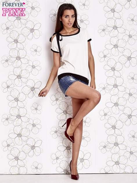 Biały t-shirt z kokardą                                  zdj.                                  2