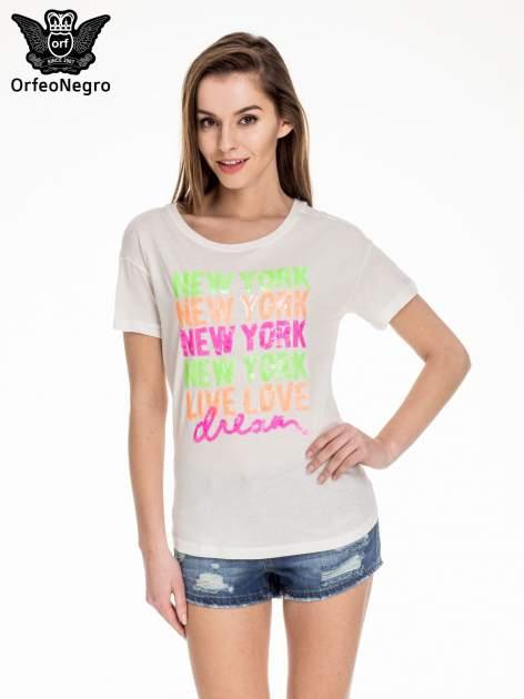 Biały t-shirt z kolorową aplikacją NEW YORK z cekinów                                  zdj.                                  1