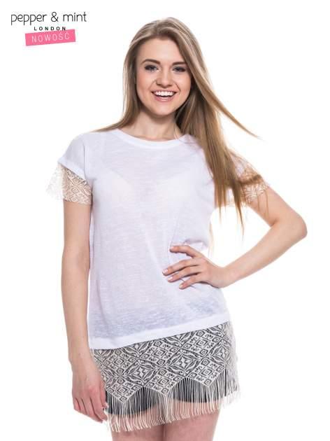 Biały t-shirt z koronką i frędzlami w stylu boho                                  zdj.                                  1