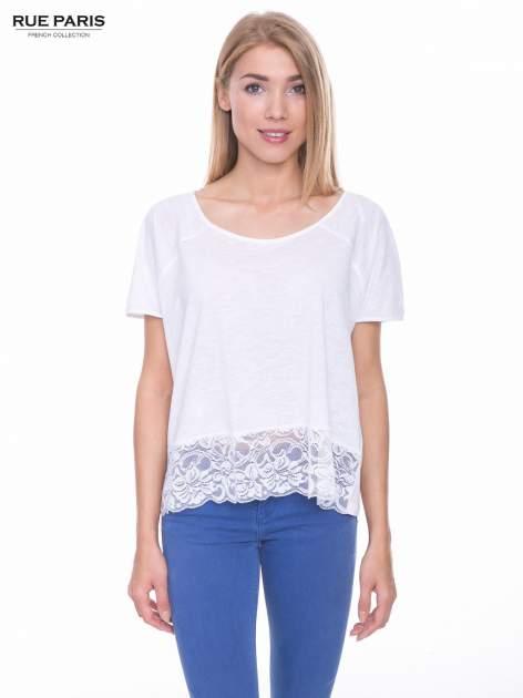 Biały t-shirt z koronkowym dołem
