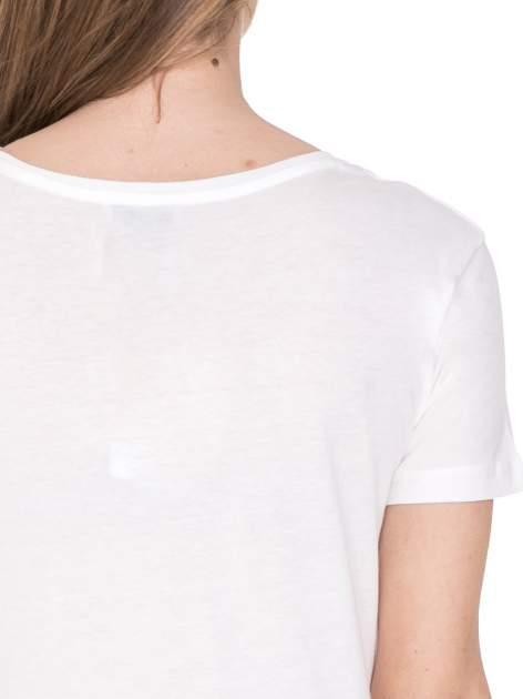 Biały t-shirt z metalicznym napisem JERK                                  zdj.                                  6