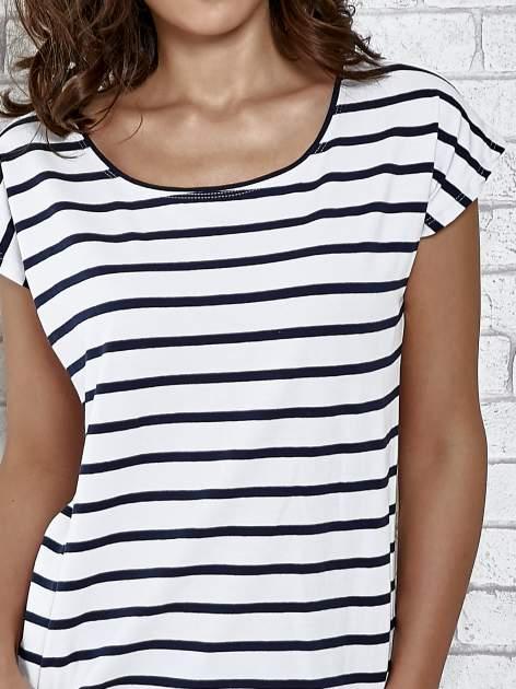 Biały t-shirt z motywem pasków                                   zdj.                                  5