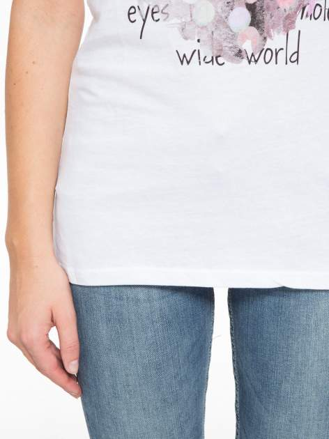 Biały t-shirt z motywem serca                                  zdj.                                  7