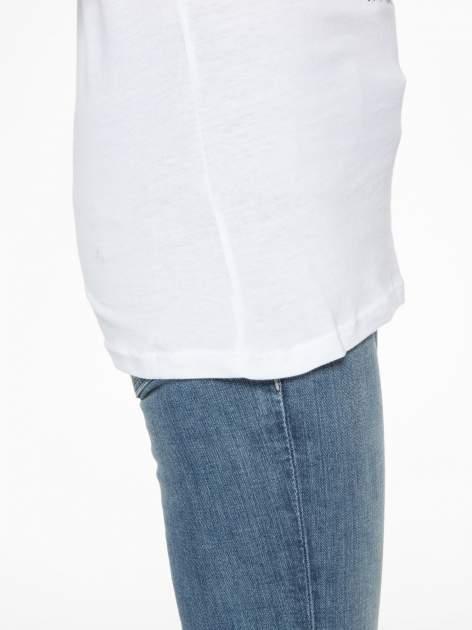 Biały t-shirt z motywem serca                                  zdj.                                  11