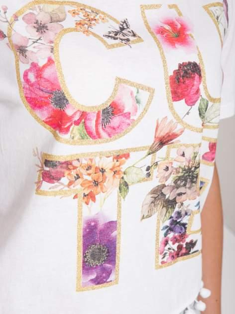 Biały t-shirt z nadrukiem CUTE i pomponami w stylu etno                                  zdj.                                  8