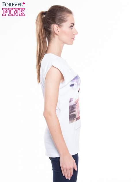 Biały t-shirt z nadrukiem FLAMINGO MOTEL                                  zdj.                                  2