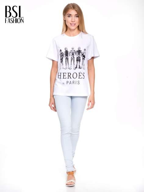 Biały t-shirt z nadrukiem HEROÉS IN PARIS                                  zdj.                                  5