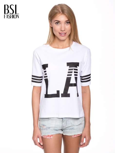 Biały t-shirt z nadrukiem LA w baseballowym stylu                                  zdj.                                  1