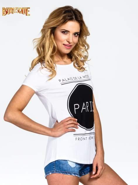 Biały t-shirt z nadrukiem PARIS                                  zdj.                                  3