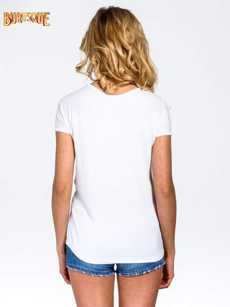 Biały t-shirt z nadrukiem PARIS                                  zdj.                                  4
