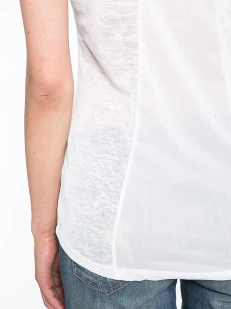 Biały t-shirt z nadrukiem UNIVERSITY FORVER                                  zdj.                                  8