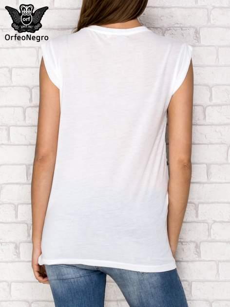 Biały t-shirt z nadrukiem dziewczyn z balonami                                  zdj.                                  3
