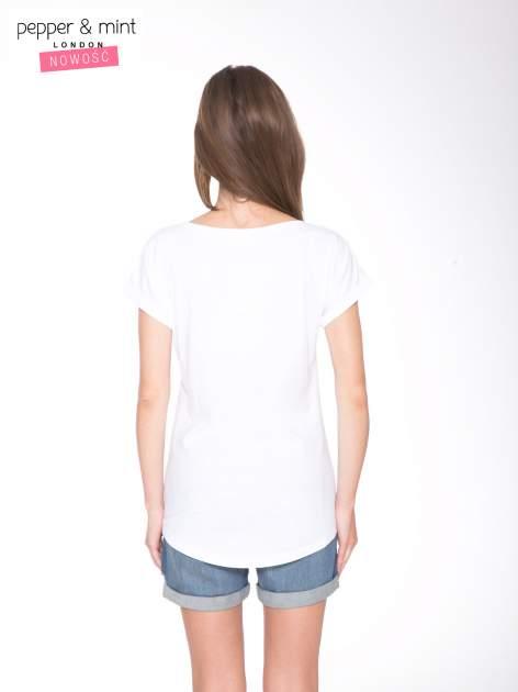 Biały t-shirt z nadrukiem fashion                                  zdj.                                  4