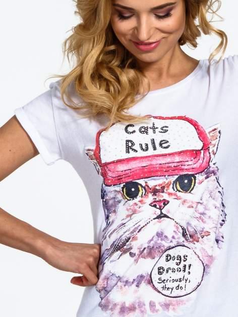 Biały t-shirt z nadrukiem kota i napisem CATS RULE                                  zdj.                                  5
