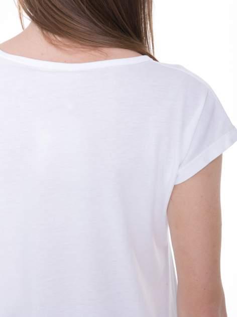 Biały t-shirt z nadrukiem kwiatowym i złotym napisem GRUNGE                                  zdj.                                  9