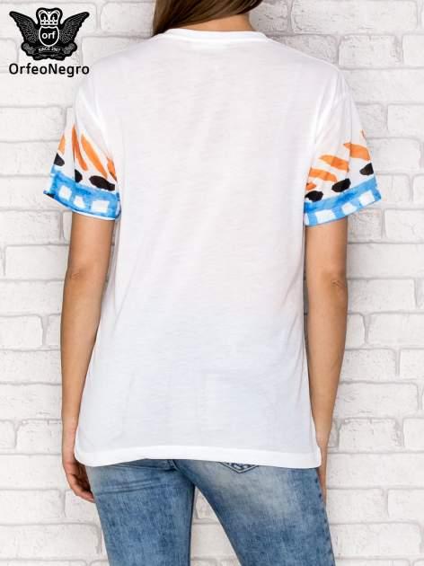Biały t-shirt z nadrukiem twarzy