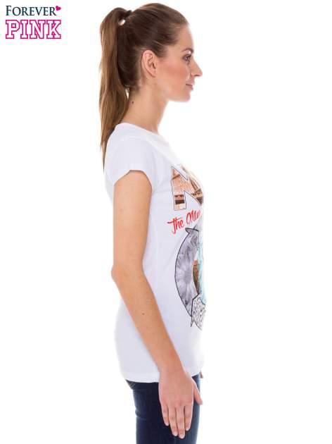Biały t-shirt z nadrukiem w amerykańskim stylu                                  zdj.                                  2