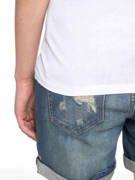 Biały t-shirt z nadrukiem z cekinami                                  zdj.                                  10