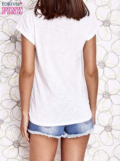 Biały t-shirt z nadrukiem znaku zapytania                                  zdj.                                  4