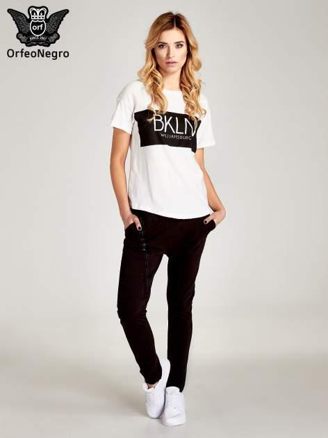 Biały t-shirt z napisem BKLN WILLAMSBURG                                  zdj.                                  6