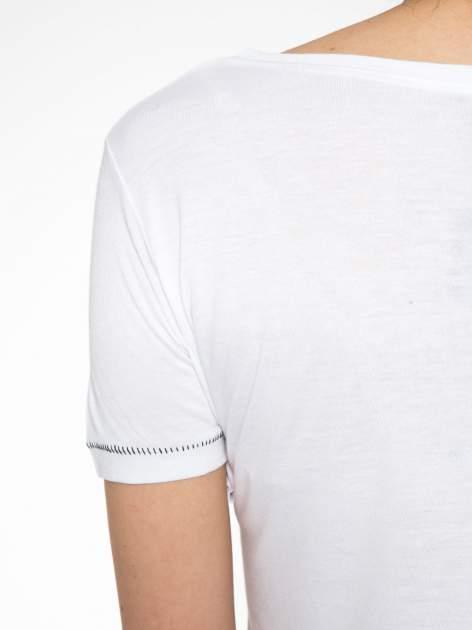 Biały t-shirt z napisem EVERY WOMAN IS A REBEL                                  zdj.                                  11