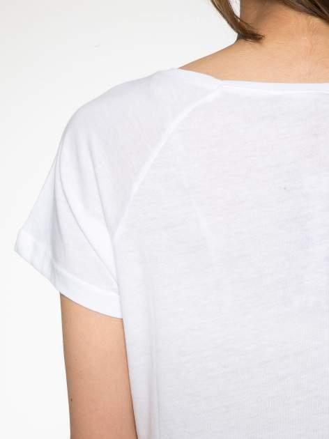 Biały t-shirt z napisem GET OUT OF YOUR OWN WAY                                  zdj.                                  9