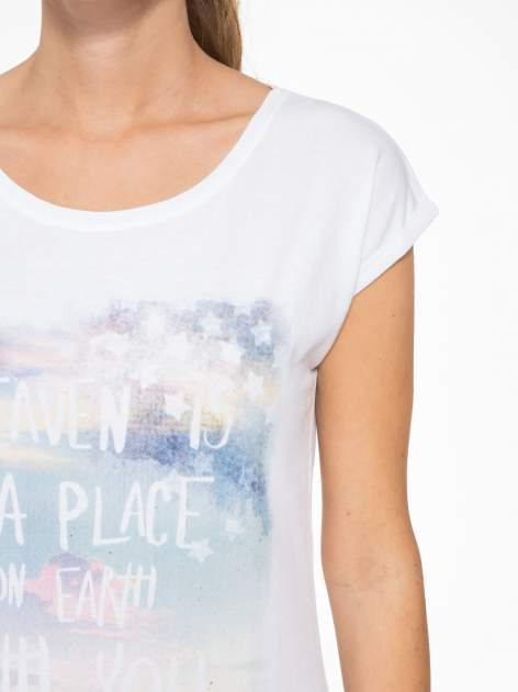 Biały t-shirt z napisem HEAVEN IS A PLACE ON EARTH WITH YOU                                  zdj.                                  6