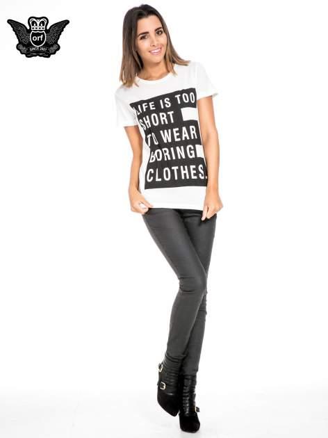 Biały t-shirt z napisem LIFE IS TOO SHORT TO WEAR BORING CLOTHES                                  zdj.                                  2