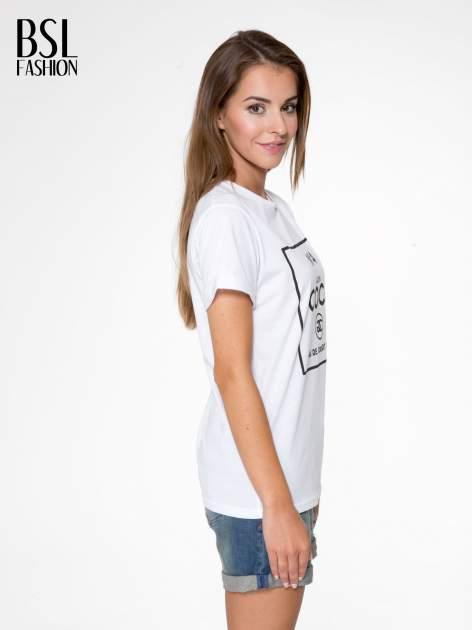 Biały t-shirt z napisem Nº4 COCO                                  zdj.                                  3