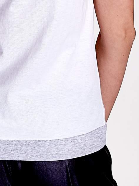 Biały t-shirt z napisem SELF-CONFIDENCE IS THE BEST OUTFIT                                  zdj.                                  7