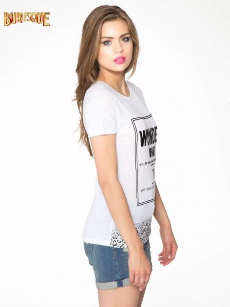 Biały t-shirt z napisem WONDER WHAT?                                  zdj.                                  3