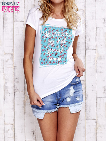 Biały t-shirt z napisem YOU MAKE ME FEEL SPECIAL                                  zdj.                                  1