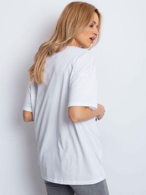 Biały t-shirt z rockowym printem                              zdj.                              2