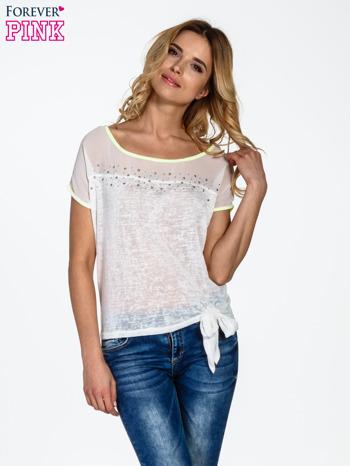 Biały t-shirt z wiązaniem z boku