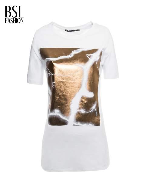 Biały t-shirt ze złotą grafiką                                  zdj.                                  2