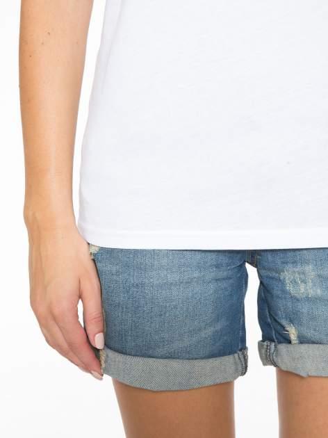 Biały t-shirt ze złotym nadrukiem NO. 4 COCO                                  zdj.                                  7