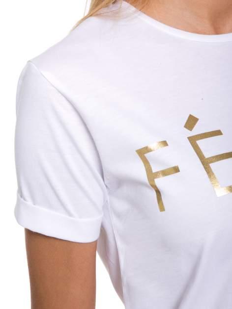 Biały t-shirt ze złotym napisem FÉLINE MEOW                                  zdj.                                  7