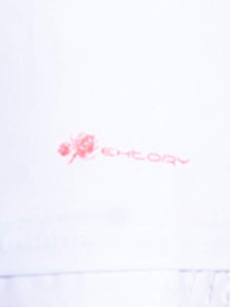 Biały top sportowy z różowym dekoltem V                                  zdj.                                  4