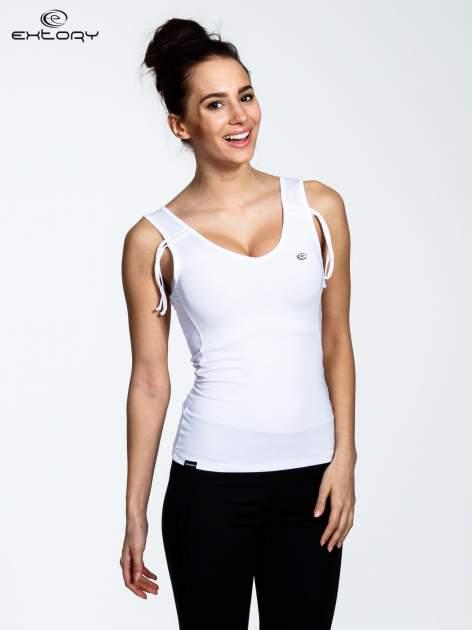 Biały top sportowy ze ściągaczami na ramiączkach                                  zdj.                                  1