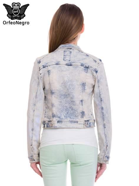 Błękitna kurtka jeansowa damska z marmurkowego denimu                                  zdj.                                  4