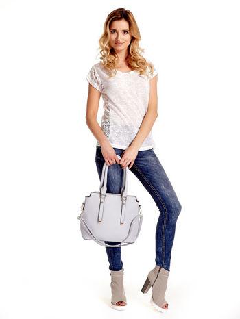 Błękitna torba na ramię z ozdobnymi detalami                                   zdj.                                  2