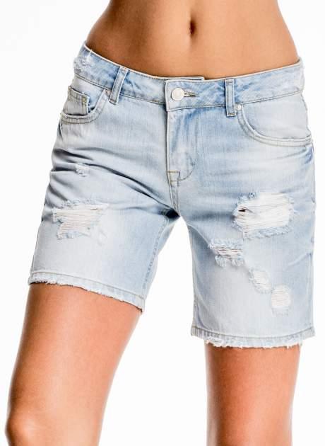 Błękitne jeansowe szorty z przetarciami                                  zdj.                                  1