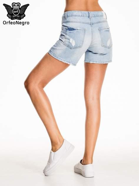 Błękitne jeansowe szorty z przetarciem                                  zdj.                                  4