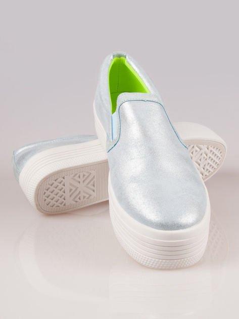 Błękitne metaliczne buty slip on na grubej podeszwie                                  zdj.                                  4